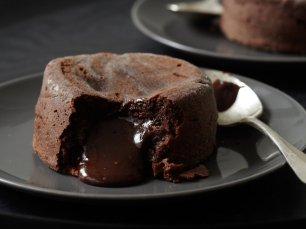 201009-xl-molten-chocolate-cakes-vongerichten
